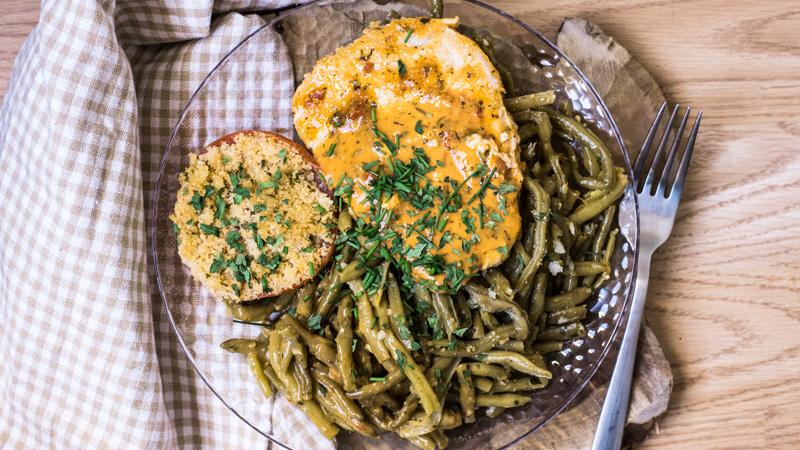 escalope de porc mariné haricots verts et tomate provençale