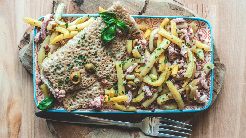 photo d'une galette de sarrasin avec ses haricots beurre