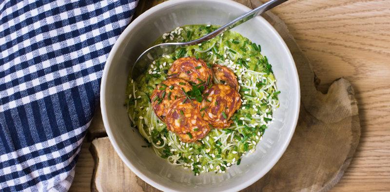 photo bol gaspacho de petits pois et vermicelles de riz
