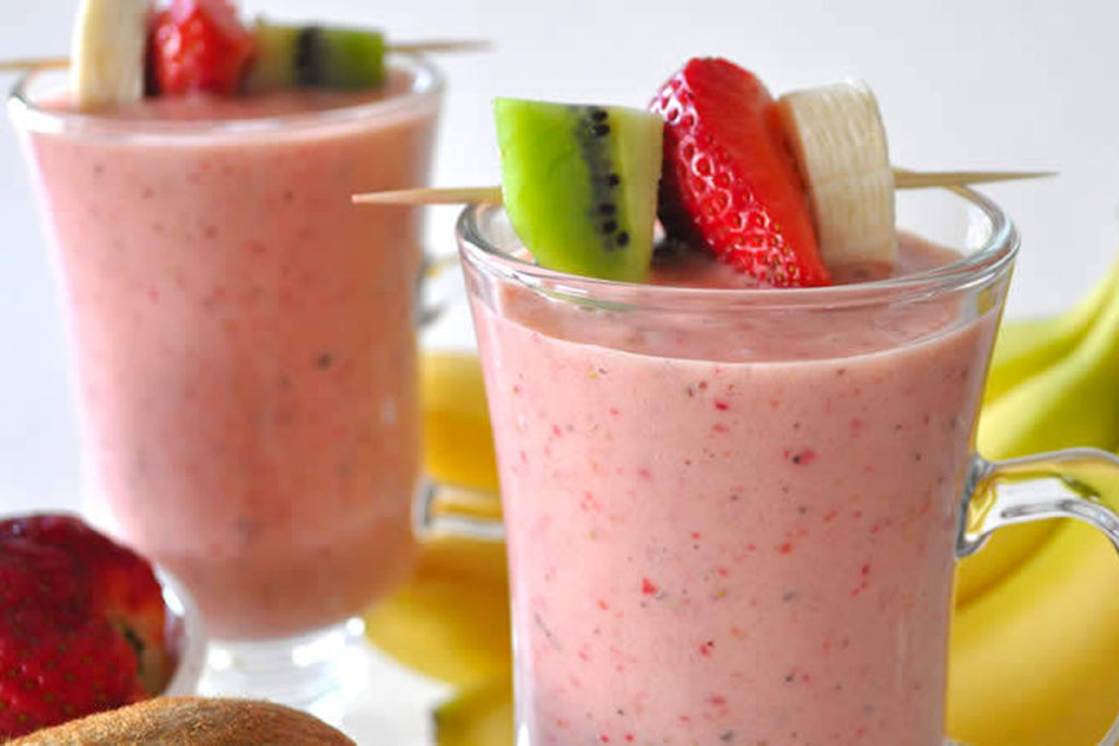 photo smoothie fraises kiwi yaourt