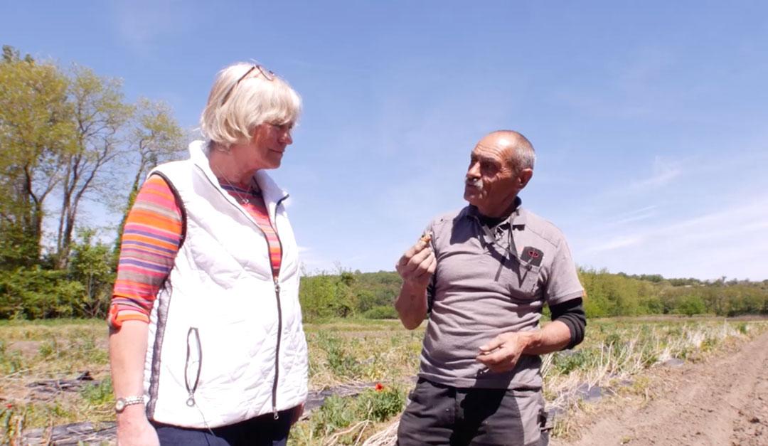 Christian Colautti et Véro avec un piment doux des cevennes