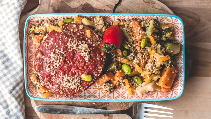 photo steak de soja à la sauce tomate et son quinoa aux légumes