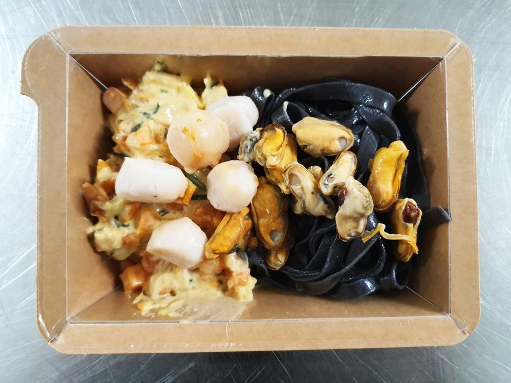 Pâtes noires et pétoncles